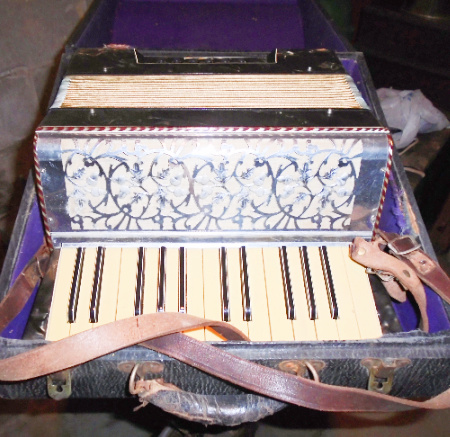 GERMAN YOUTH ACCORDIAN