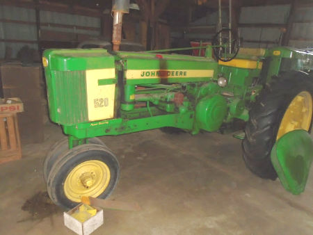 1952 JD 520 TRACTOR